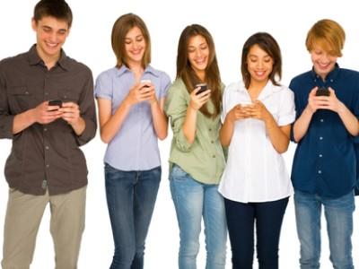 teen-w-smartphone