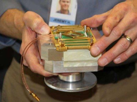 1_D-Wave-512-qubit-chip