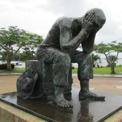 sad-statue